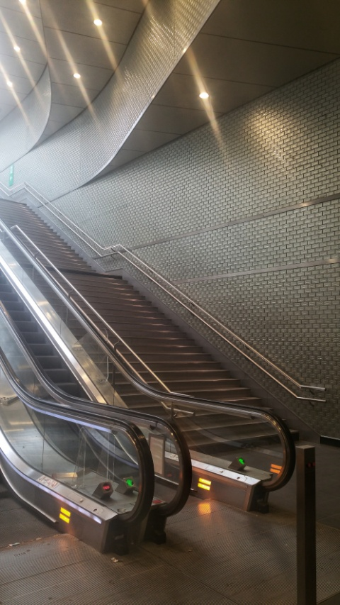escalator_p.jpg